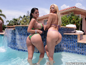Two big asses to fuck