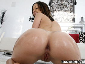 Sexy Jada Stevens has natural tits, a tight pussy and an onion fat booty thats absolutely flawless
