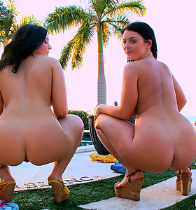 Bubble big butts of Sophie Dee and Emma Heart